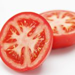 Bí quyết cắt trên 15 trái cà chua một lần
